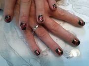 ongle-naturel-noir--rouge